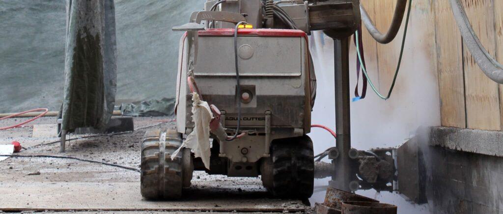 Vandspuling af beton paa bro